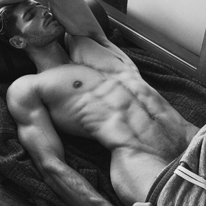Adam Nicklas: Sexy y caliente